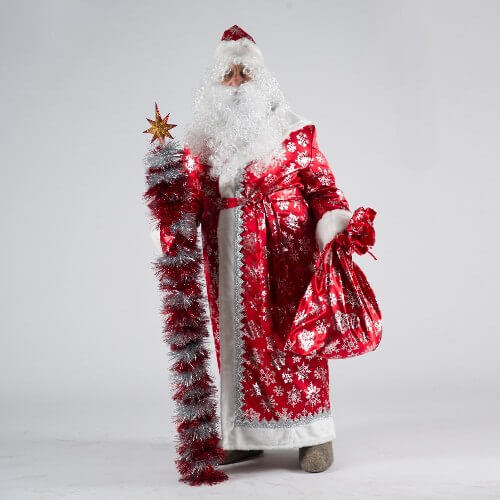 Дед Мороз в Сатиновом костюме во весь рост.