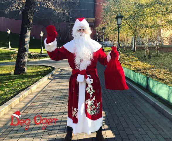 Дед Мороз на улице.
